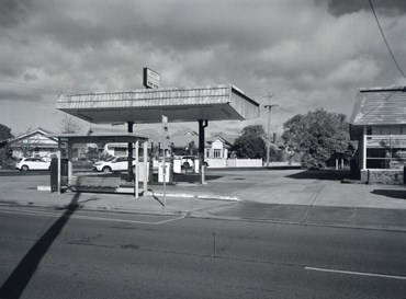 , Laurence Aberhart, Panteli's Service Station, Williamstown, Melbourne, Victoria, 29 July 2018, 2018, 48073