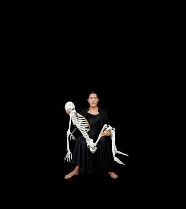 , Marina Abramovic, Holding the Skeleton, 2008, 46434